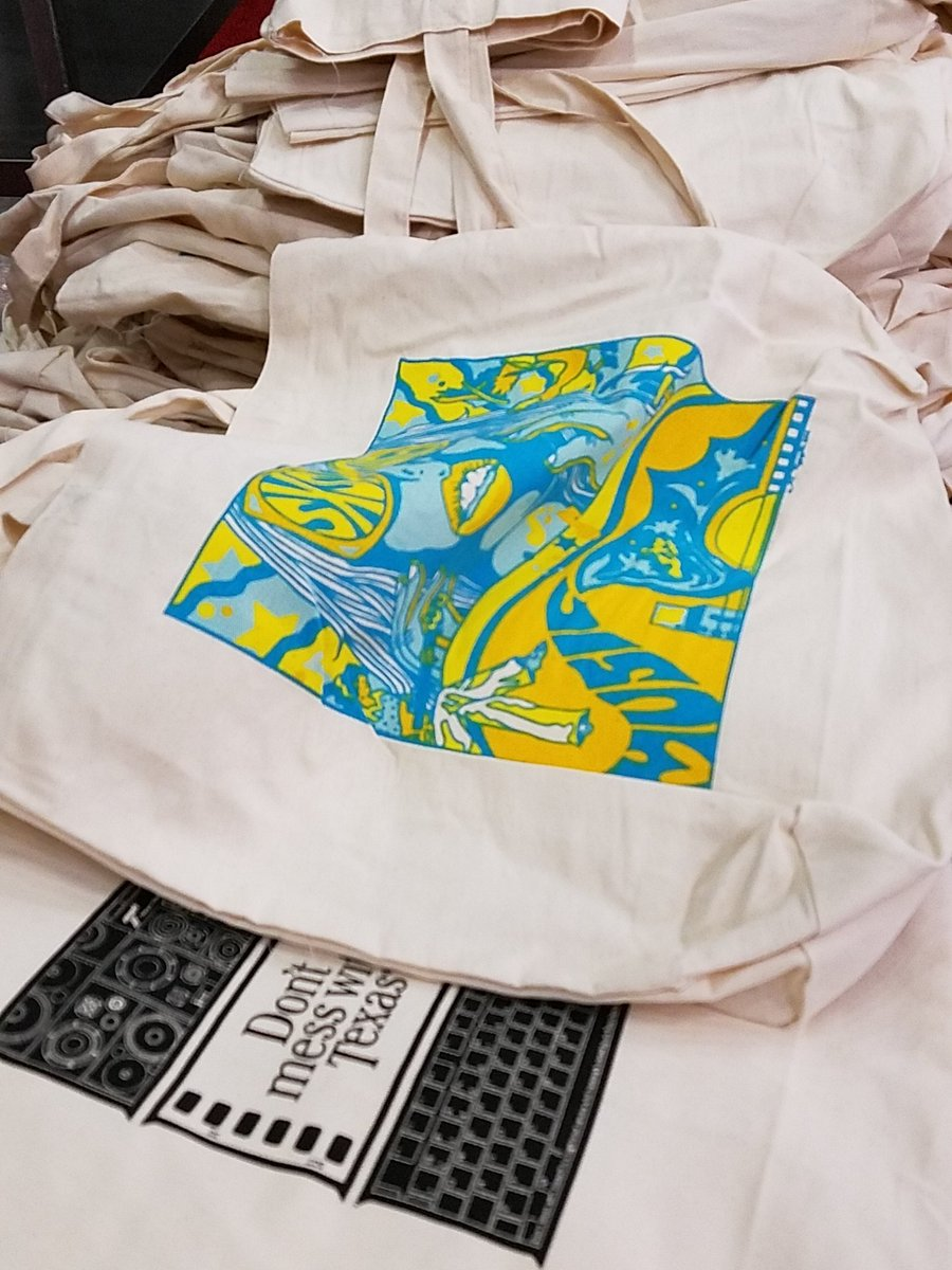 Free #SXSW music canvas totes at Flat Stock EH 4 at Austin Convention Center. cc: @thefreenoms https://t.co/XLMjOUqAk9