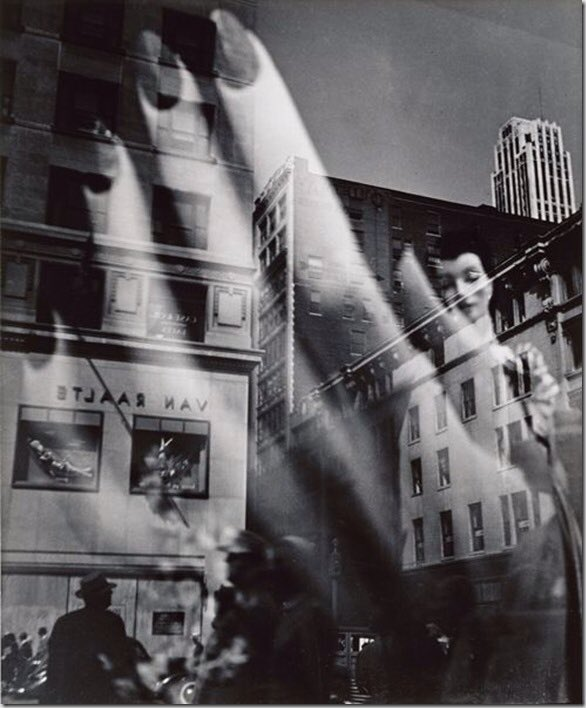Lisette Model, Reflections, New York City, 1939-1945 https://t.co/BZ6YwiZal1