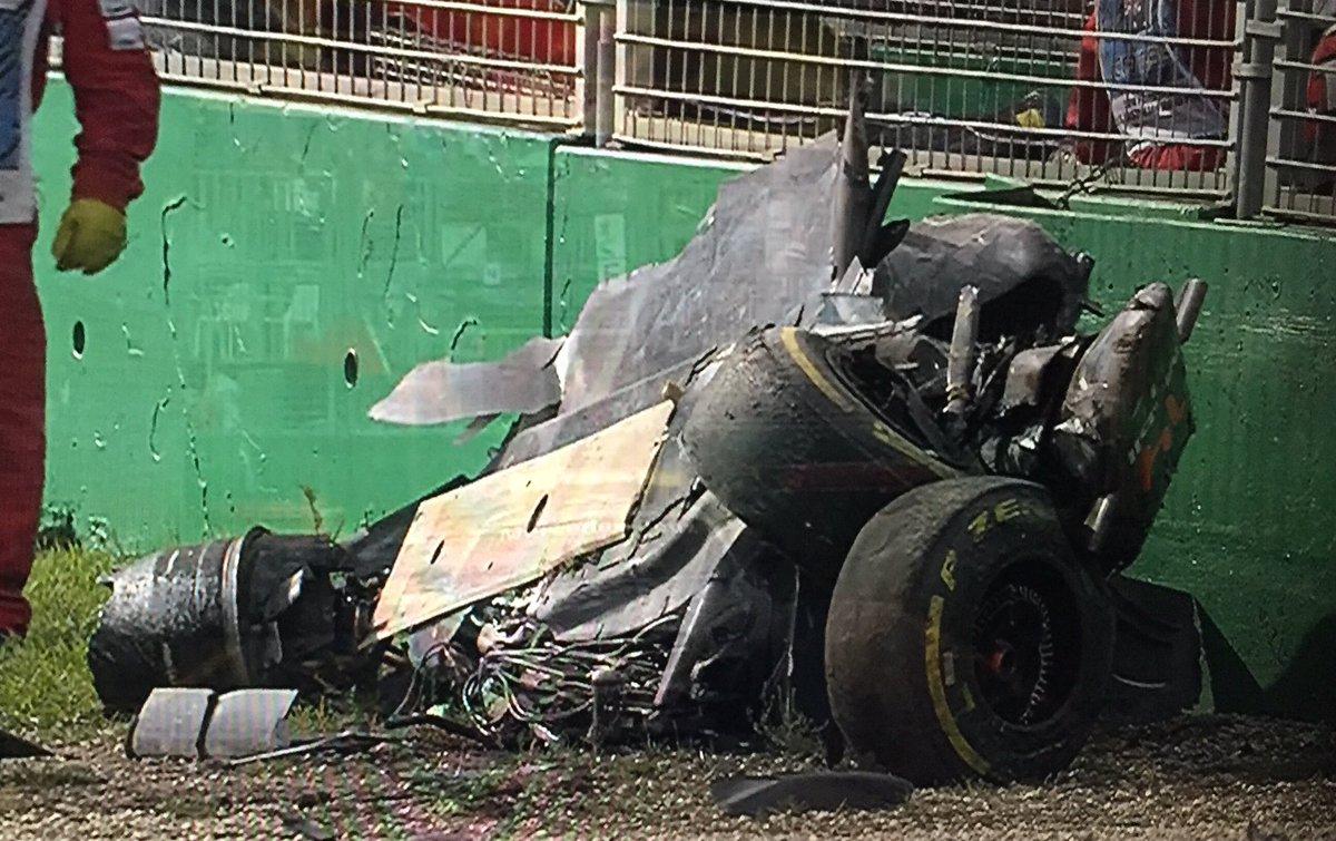 Destrozado el McLaren de Alonso. https://t.co/UMSMBvCP4U