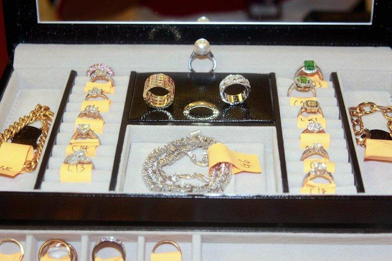 Pegawai KBS songlap RM100j, beli kereta Audi, beg Hermes, cincin Cartier https://t.co/QposDdPU4s https://t.co/VFDdfklsBs