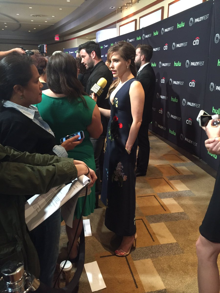 First down the carpet is @SophiaBush #ChicagoPD #PaleyFest https://t.co/s6VIPwBBJn