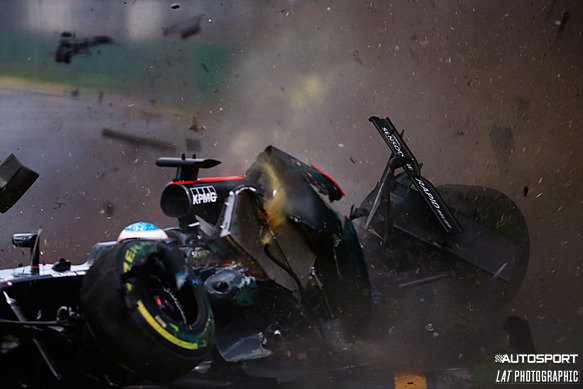 #AusGP red-flagged after huge crash for Alonso. He's unhurt. Updates on @autosportlive: https://t.co/Bsi971MKsr #F1 https://t.co/vQzqlneYFG