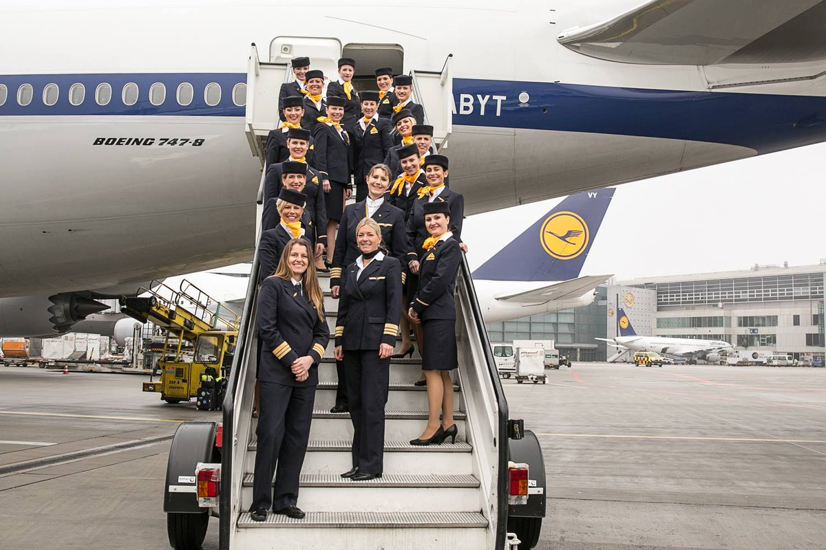 Celebrating #InternationalWomensDay. Our members are operating all-female-crew flights today. #IWD2016 #StarAlliance https://t.co/8JherwrE6Q