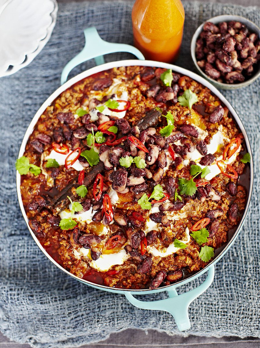 A good, slow-cooked #chilli always goes down a storm! https://t.co/8eujQLVxaE #RecipeOfTheDay https://t.co/INxfT7RZwZ