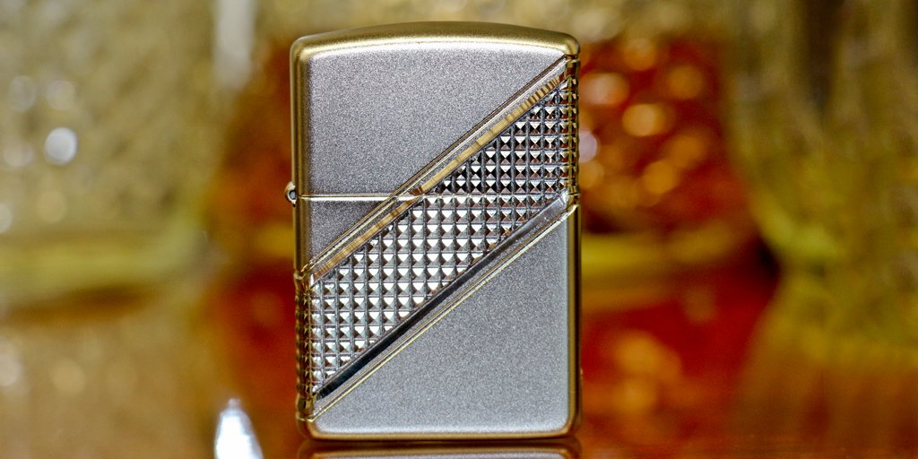 Have you picked up the 2016 #Zippo Collectible of the Year yet? RT if you want one! https://t.co/0FUTvX6yUp