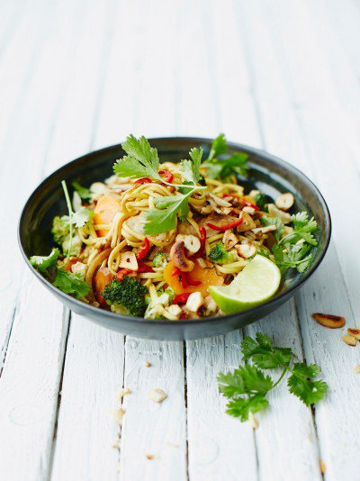 #dinner tonight! super easy chicken noodle stir-fry packed with veggies! https://t.co/MuwVA1jSEQ https://t.co/qjCxxOsIZx