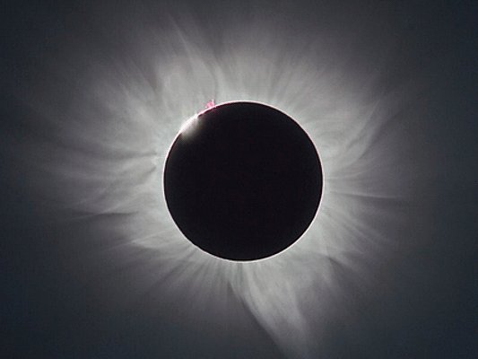 Highlights of 9 March total solar #eclipse from Micronesia https://t.co/izopehZbHU https://t.co/38dnF4tX41