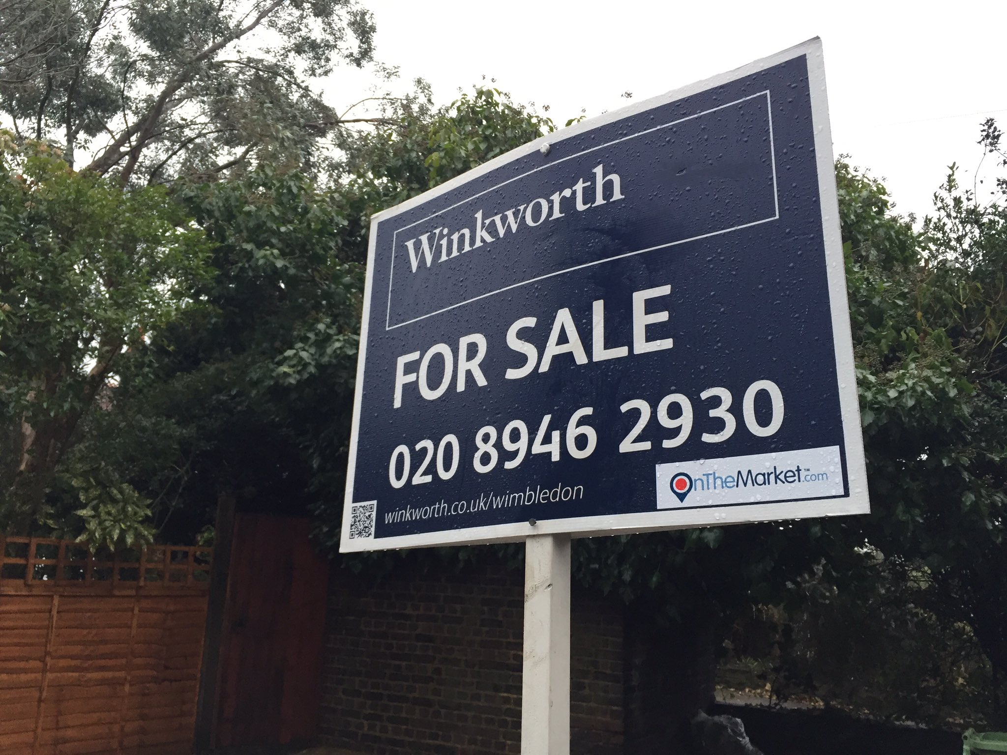 Our boards look good even in the rain! If you want one outside your house call #Winkworth today. https://t.co/x32hMuAHTB