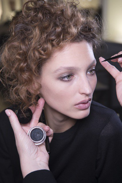 We love this peek at backstage beauty prep for @MilanWeek from @armani ... https://t.co/S6eKTj4BGx https://t.co/fb20yIEGsC