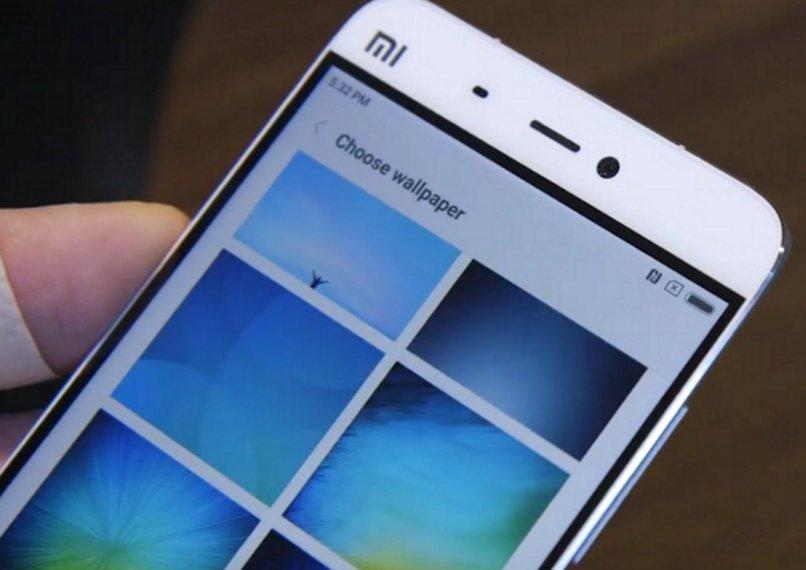 Los marcos negros del Xiaomi Mi5 como son frente a cómo los mostraron en la keynote. Muy premium, sí. (Vía XDA) https://t.co/bTxvBIJdDh