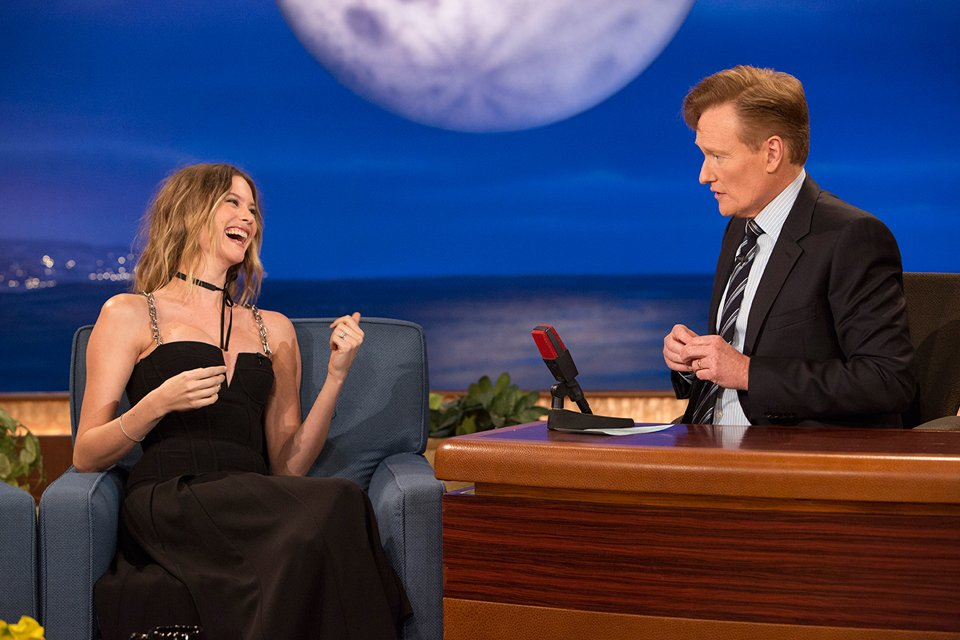 .@BeePrinsloo on @ConanOBrien last night talking #VSSwimSpecial—watch it TONIGHT, 9/8c on @CBS. https://t.co/K4sEYeGMgJ