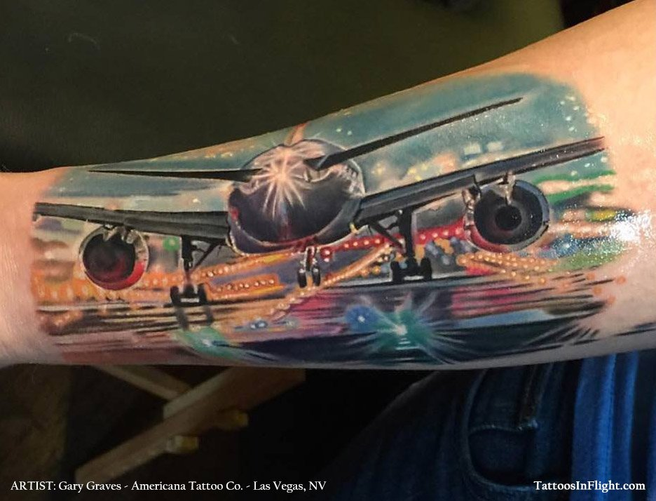This one person loves planes so much they got a @Boeing 777 tattoo on their arm!