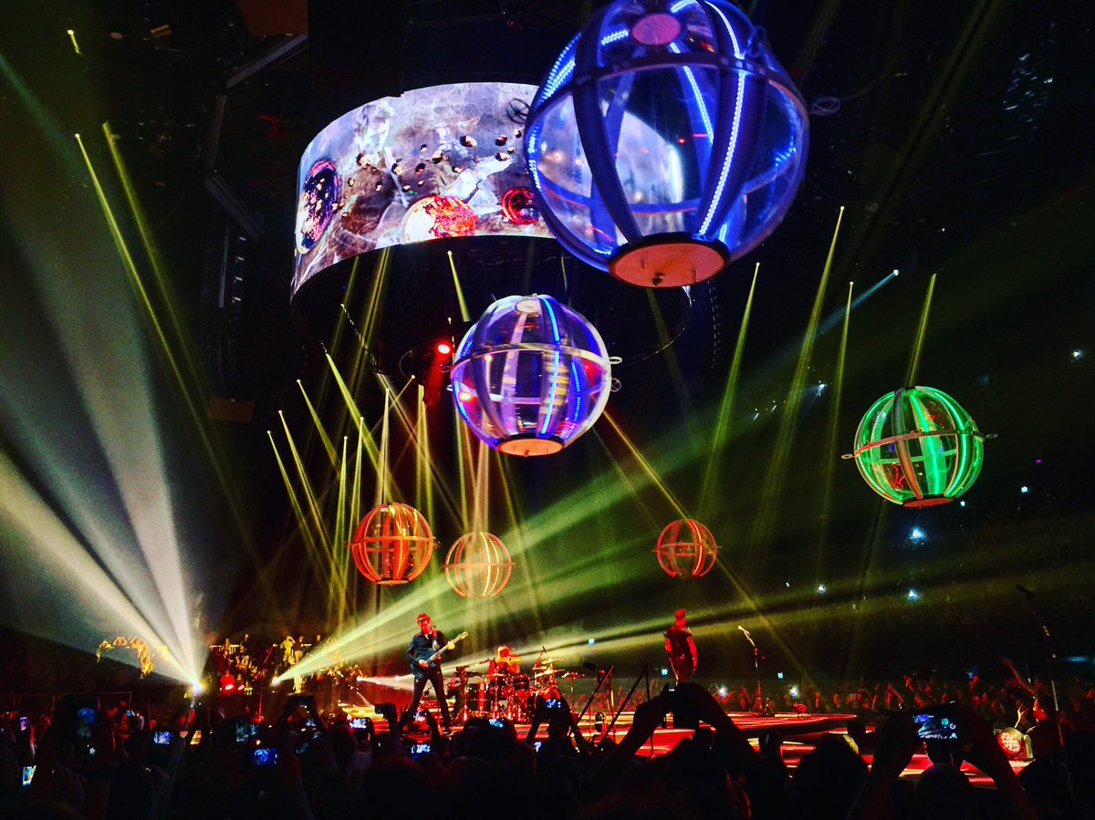 Nobody's done better live shows than @muse the past decade. And yes those are real drones flying around @ @ZiggoDome https://t.co/LxXhKveyoO