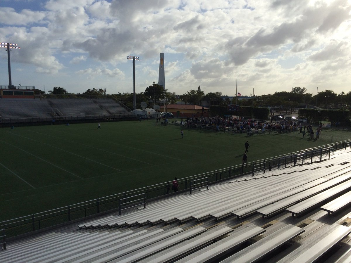 Rubio stadium event in Hialeah. Stands empty; crowd in one end zone. https://t.co/9zj0xslwSA
