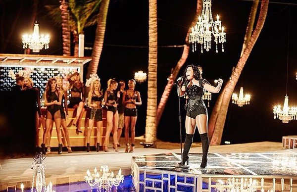 RT @polyvore: .@ddlovato killin' it as usual ???????? #VSSwimSpecial @VictoriasSecret https://t.co/2ToyNnrxP7