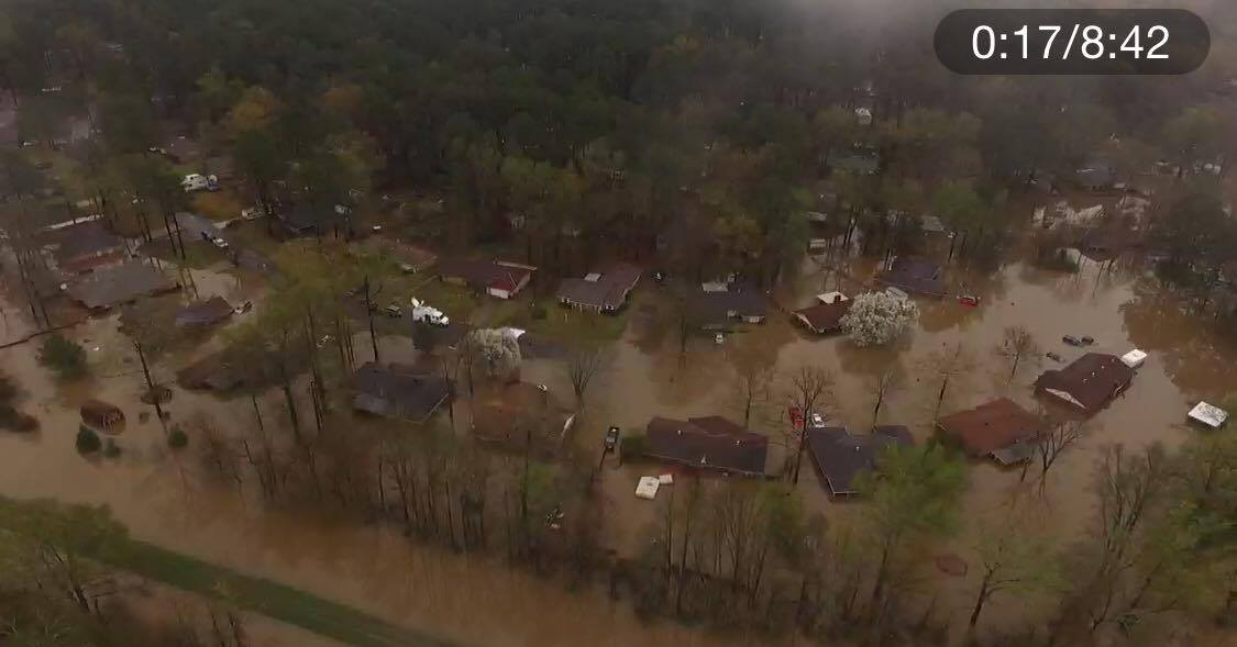By this morning, officials have evacuated 3,500 homes in Bossier as Red Chute Bayou approaches the top of its levee. https://t.co/4SjxBF5vEa
