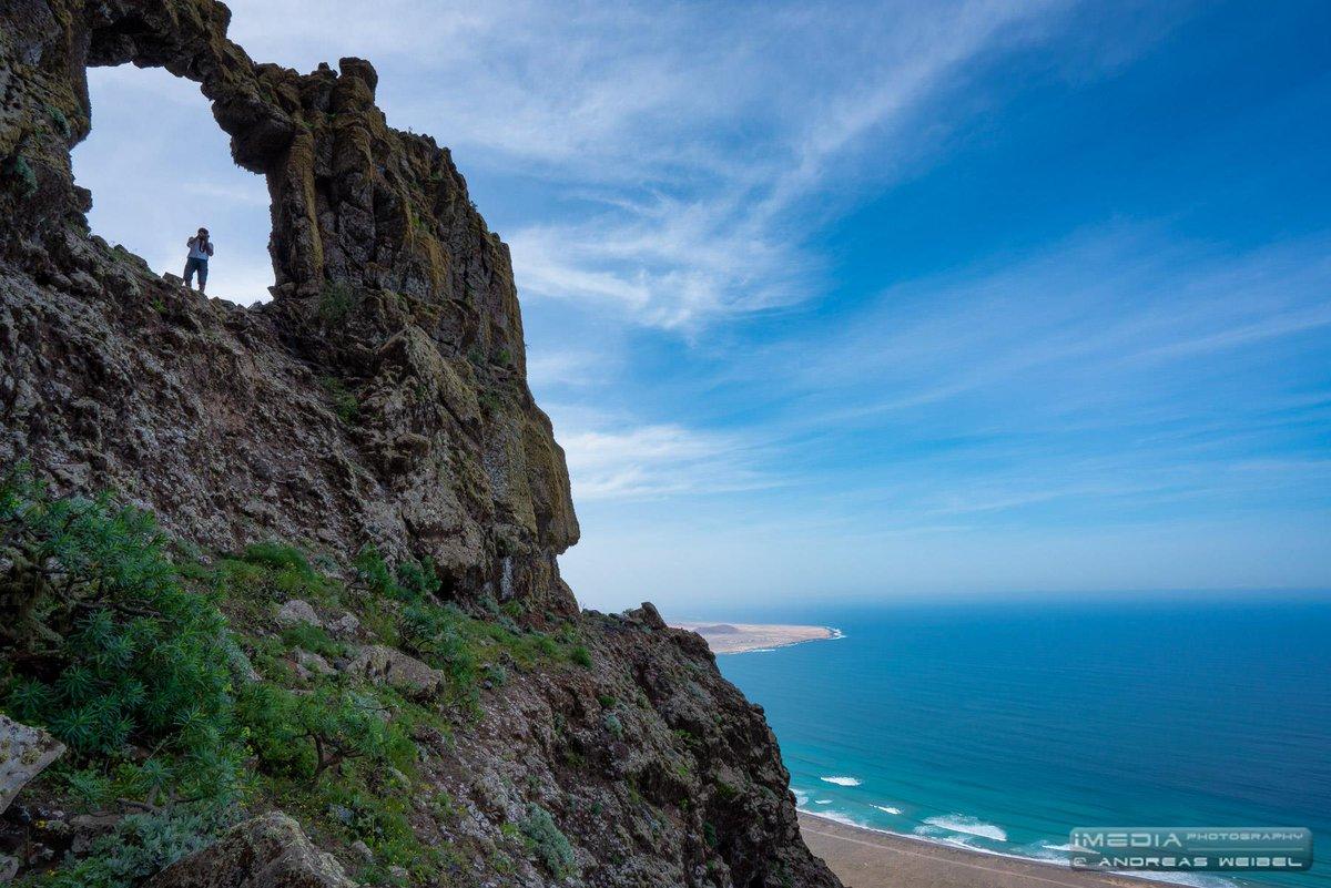 El Risco de Famara un acantilado que sorprende desde todas sus perspectivas. #Lanzarote  Foto Andreas Weibel https://t.co/jhw0zasdty