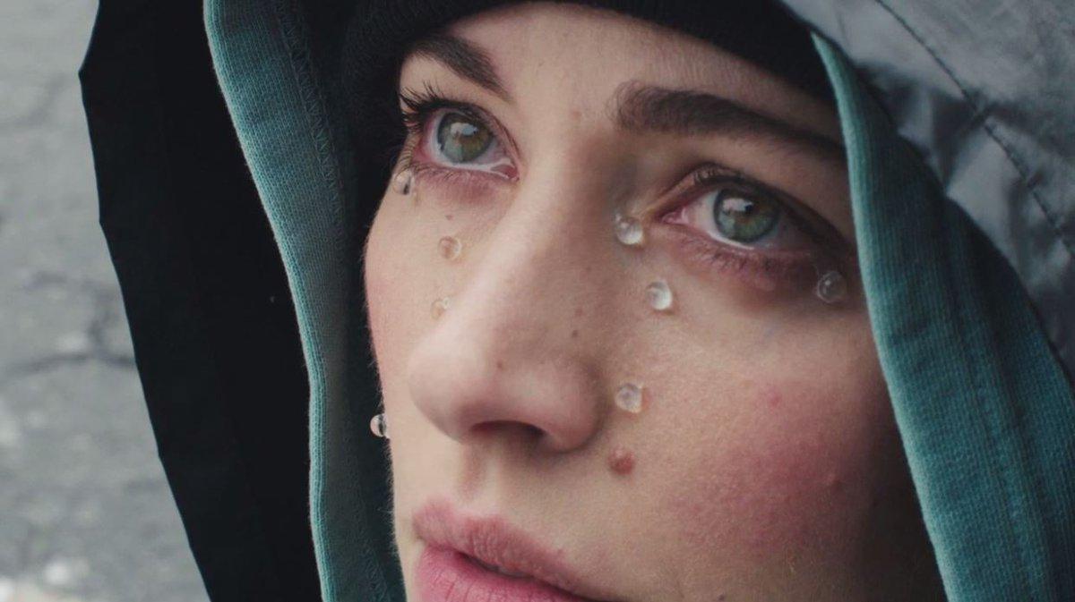 CRYING IN PUBLIC, directed by @allieavital, shot in NYC : https://t.co/OPUKTcN0eY https://t.co/PdTWLJB9yk