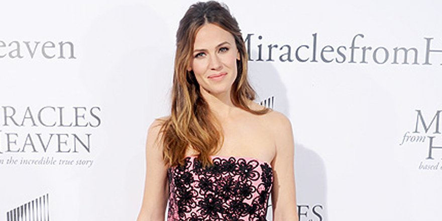 Jennifer Garner opens up about her faith at Miracles From Heaven's L.A. premiere