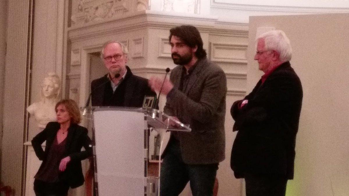 Le 1er Prix des #assises2016 du journalisme va à 1 ouvrage collectif co-signé @fabricearfi @PaulMoreiraPLTV !