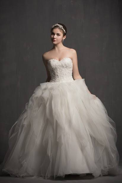 """This gown is called """"Amorette"""" meaning, """"a little love""""-- sharing with all of my brides whom I am blessed to dress! https://t.co/IxXuQkpuTT"""