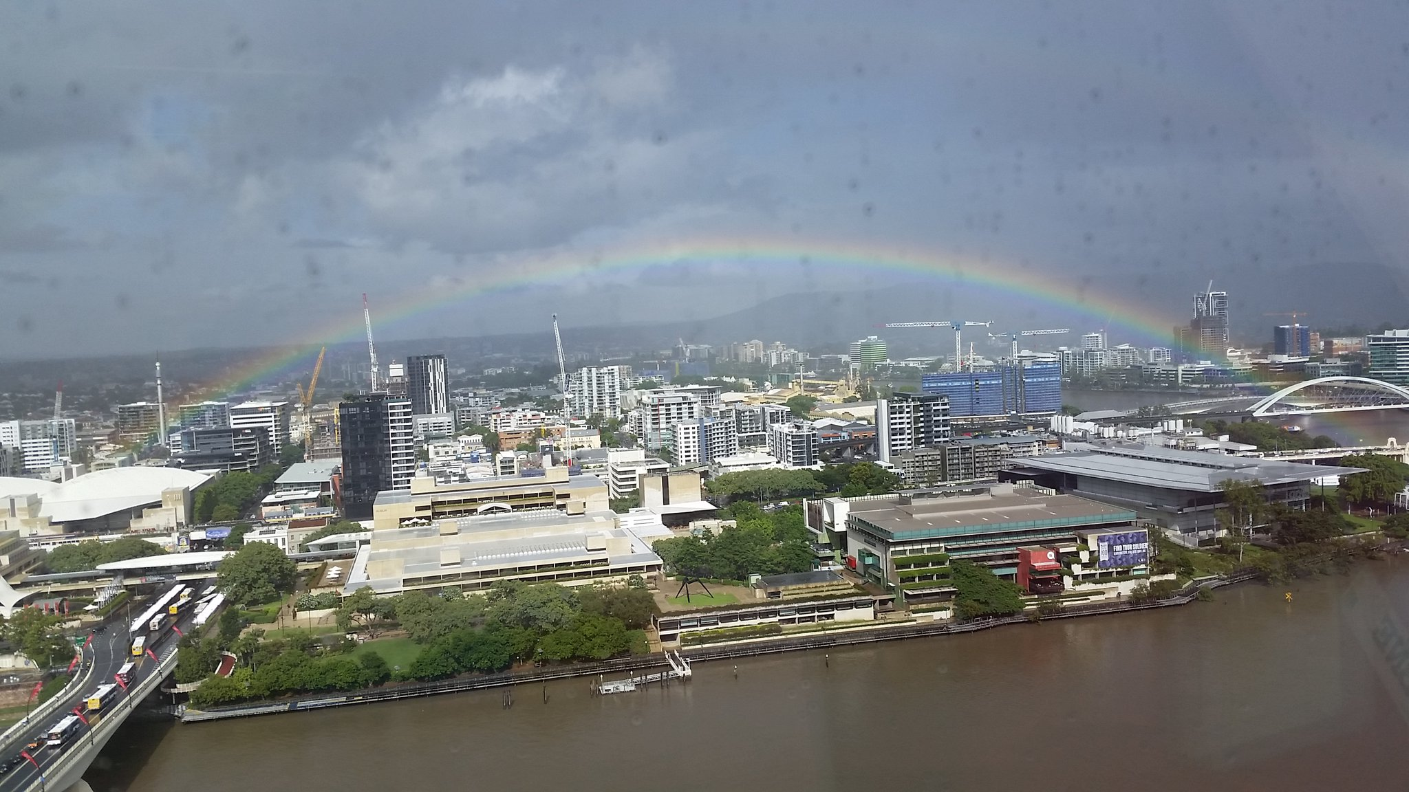 Rainbow over South Brisbane this morning. https://t.co/CQ1u7Xy3C4