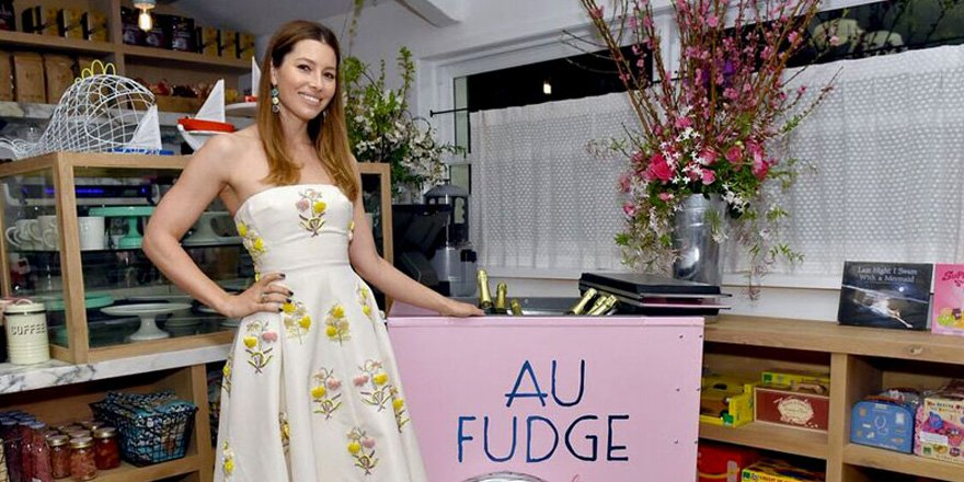 Jessica Biel is very hands-on with the food at her new restaurant via @greatideas