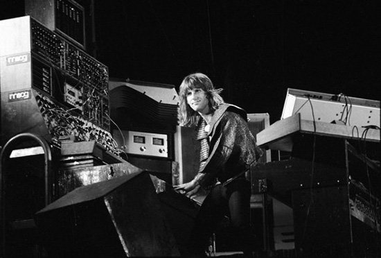 Remembering #KeithEmerson, a man whose fingerprints are on the very DNA of electronic synthesized sound. https://t.co/ZqsdYq8j0a