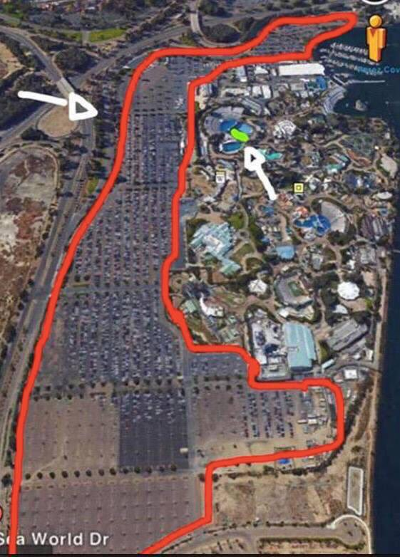 Red line = size of @SeaWorld's parking lot. Green line = where orcas spend entire lives