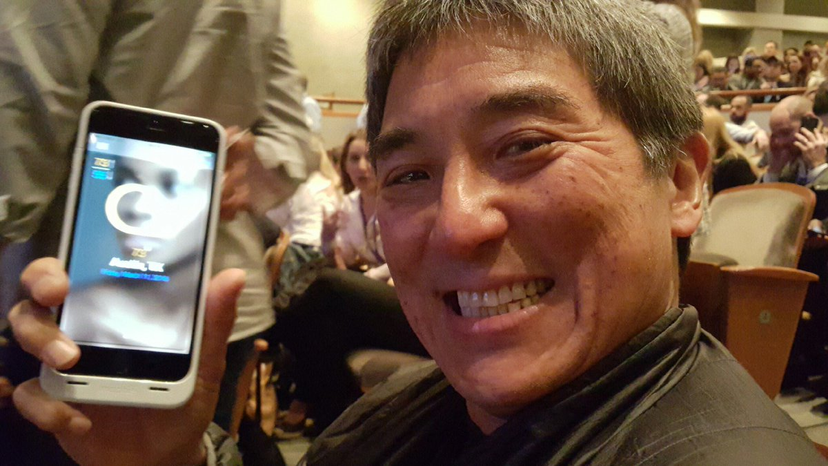 What do you you when ur sitting next to @GuyKawasaki at #sxsw? You ask him to download your #app! @CastBeautyApp https://t.co/b3ckxNNkYj