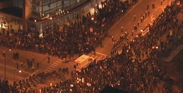 #Chicago Police keeping protesters and Donald Trump supporters apart outside UIC Pavilion: https://t.co/IGF4vcHTZJ https://t.co/q05EilUYwt