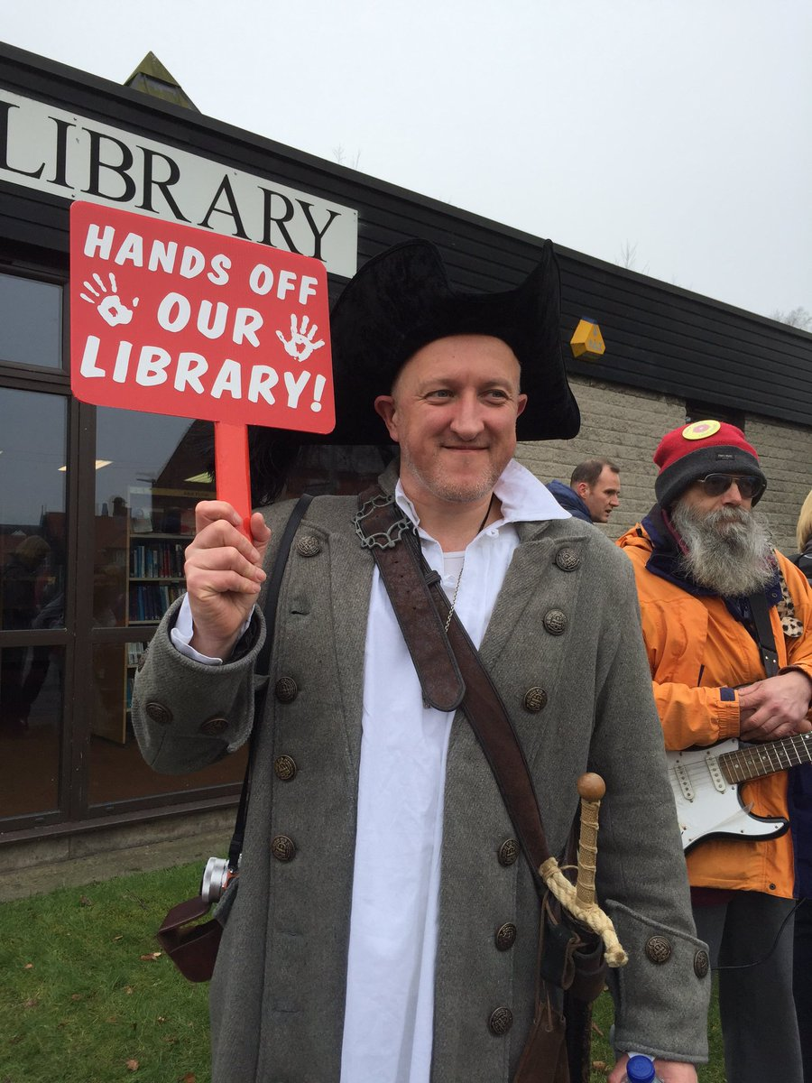 The lovely @duddledum helping us #savelibraries today https://t.co/WEkQCX6C7p
