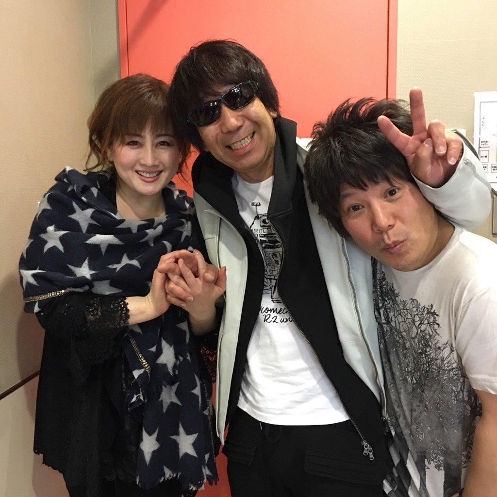 今日はお台場に渡辺美里さんの名盤ライブに行って来ました。30年衰えない彼女の歌は凄い!懐かしい人達に沢山会いました。写真はギターの佐橋君とのスリーショット。 https://t.co/FmafH1pZF1