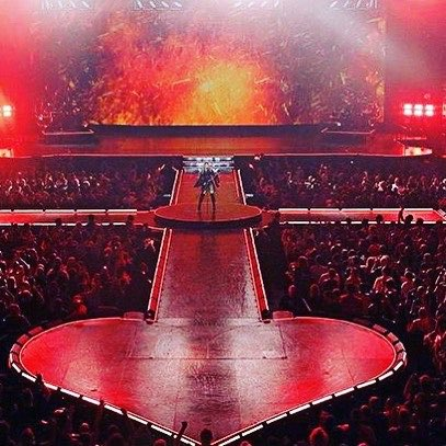 2nd night if fun in Melbourne for ❤️ #rebelhearttour !! Are you with me?? https://t.co/6v9aqtpvLG