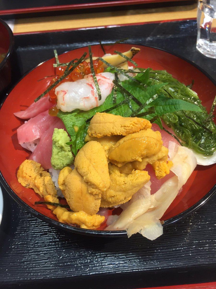 特選女川丼きたー! https://t.co/mJMex2BcLw