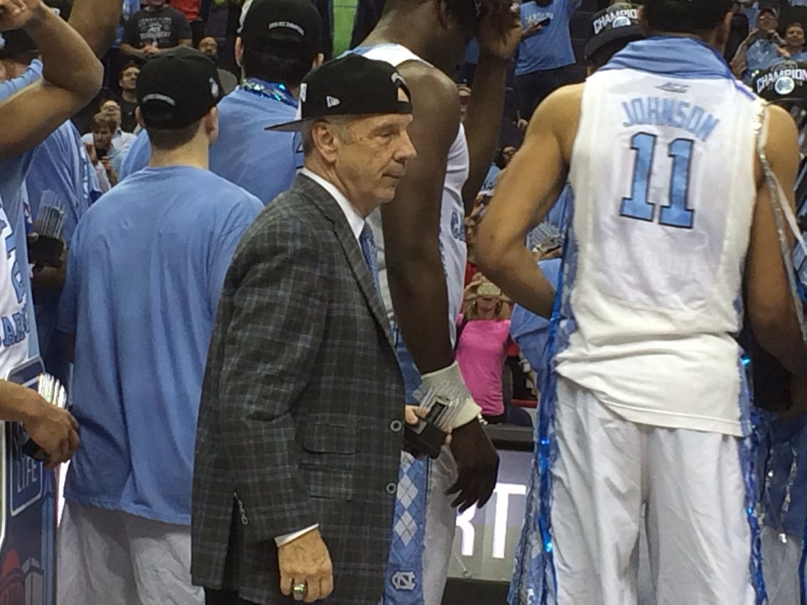Roy Williams is dancing and wearing his hat backward on podium. https://t.co/CSkuStEl7Z