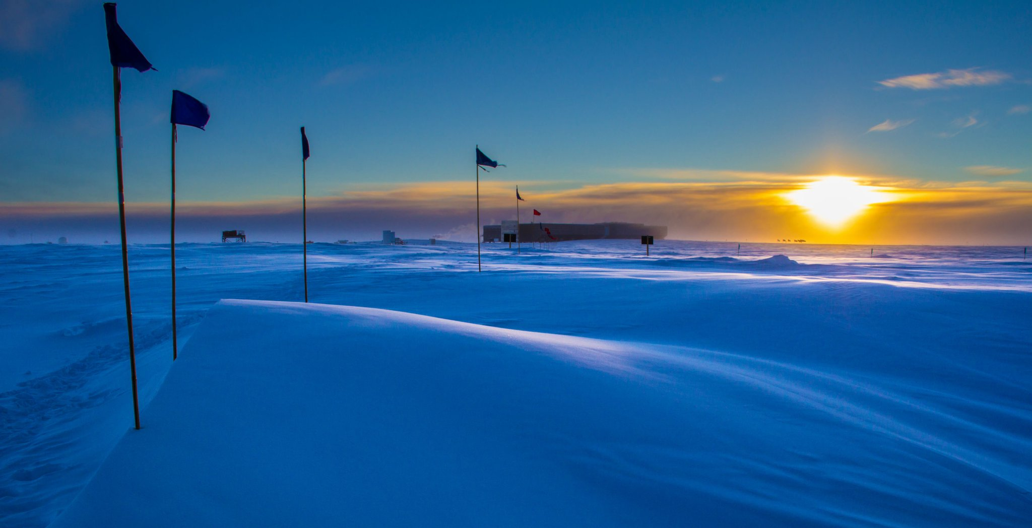 It's last light at #SouthPole today. Sun sets and won't rise until Oct for NOAA scientists https://t.co/Jd1ap2ALRT https://t.co/Q0f8UBIvob