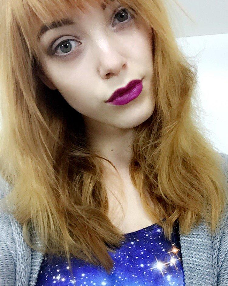 Fräulein #Aurora ist von 18-20 Uhr in der #Livecam auf vodmBbhpDC zu sehen???