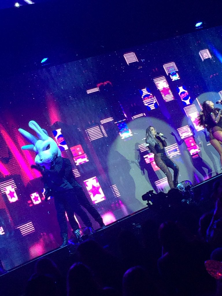 The bunnies are out for @LittleMix #GetWeirdTour #getweirdtourcardiff https://t.co/zLEyZcVQWo