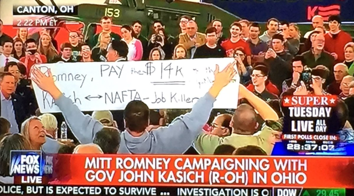 RT : Anti-Kasich/Romney banner blocks Romney as he opens for Kasich at Ohio rally #Election2016