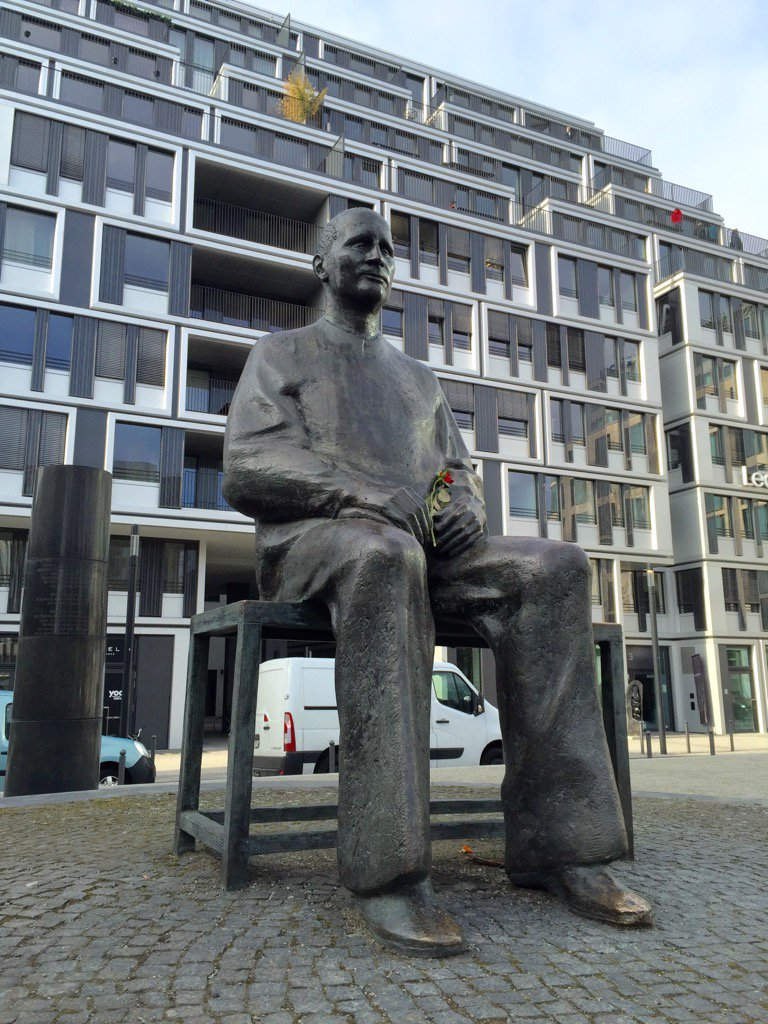 """Heut' schon Brecht gelesen? - """"So wie es ist, bleibt es nicht!"""" https://t.co/nxESY3ZwOo"""
