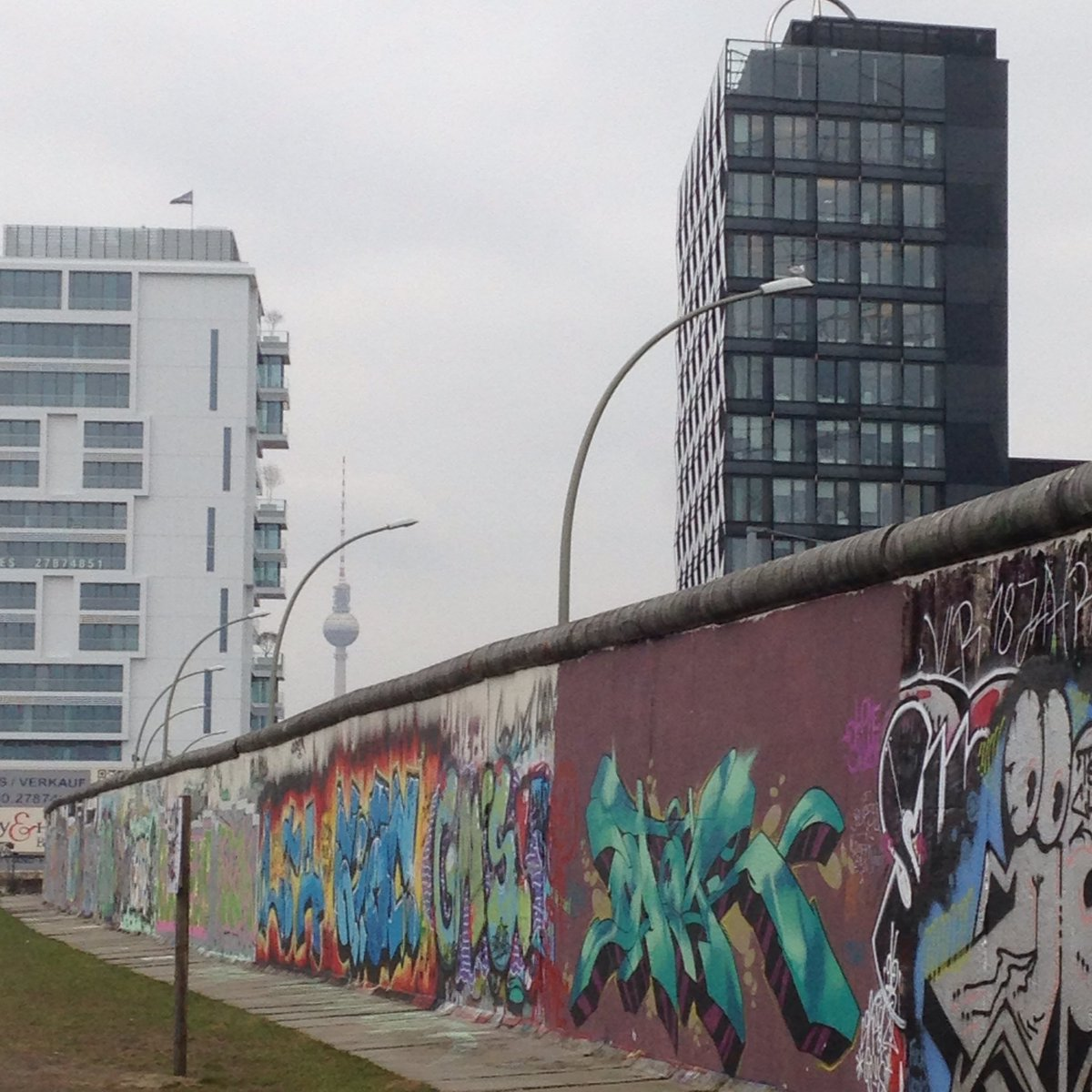 Missing this city #Berlin #takemeback #streetart #eastsidegallery https://t.co/ZuYzR2M09S