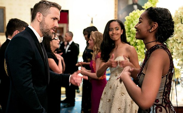 Malia Obama cheers on sister Sasha as she fangirls over Ryan Reynolds: 👍
