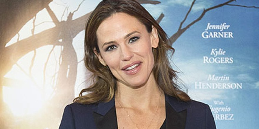 An 'upbeat' Jennifer Garner celebrates her new film Miracles from Heaven outside Boston