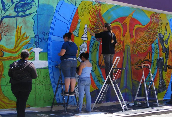 #ArtsOpp: @lacommons seeks artists to design 3 South LA murals. Email CV, samples & statement to beth@lacommons.org. https://t.co/Tsd8O2kssL