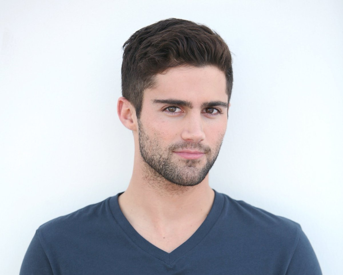 You'll REALLY want to see this hot shirtless photo @maxehrich posted! https://t.co/XVt2gDdFQM @YandR_CBS #mcm https://t.co/lwCzw8K9Hf
