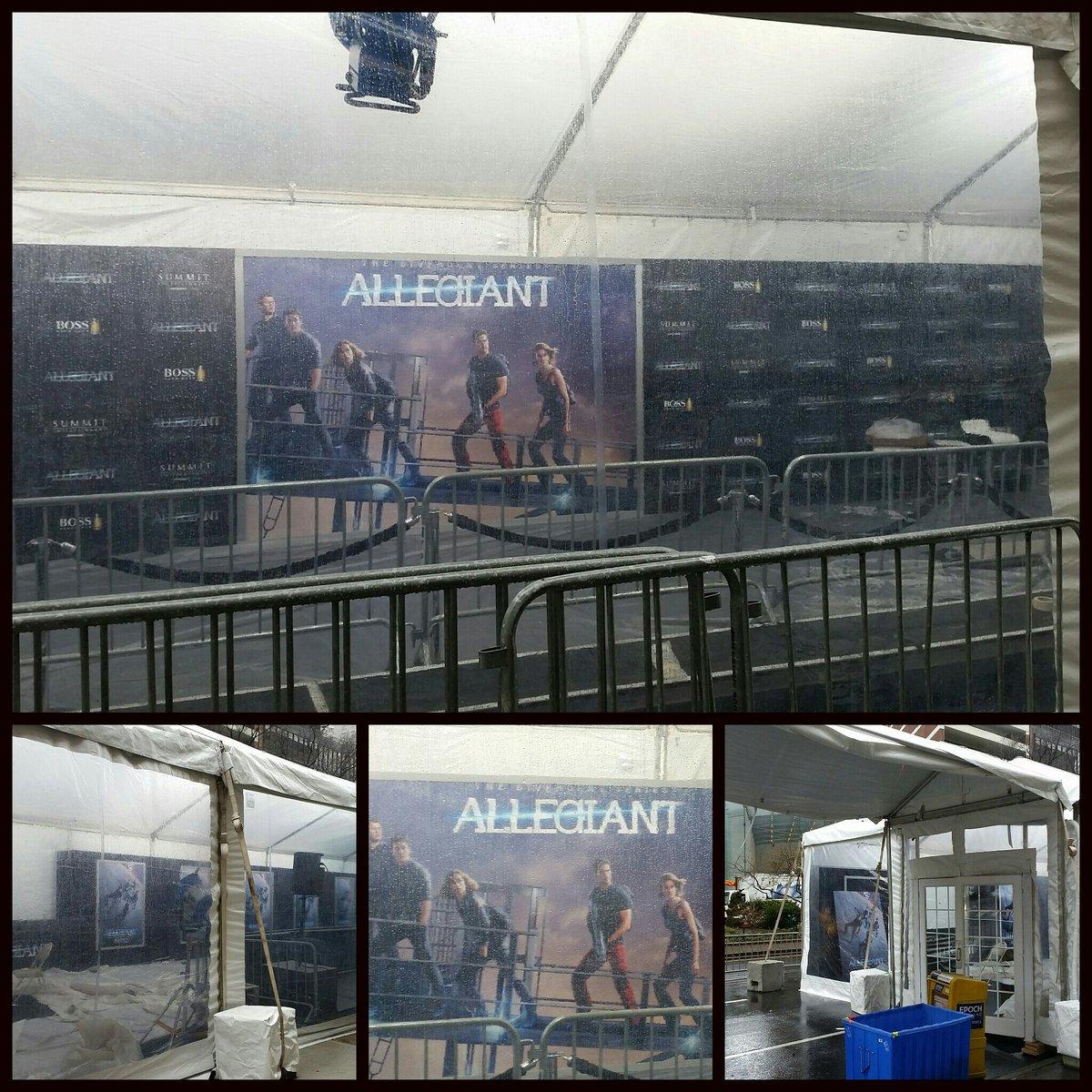 @Divergent Series #AllegiantPremiere Blavk Carpet is underway! https://t.co/tsAPGNnTM6