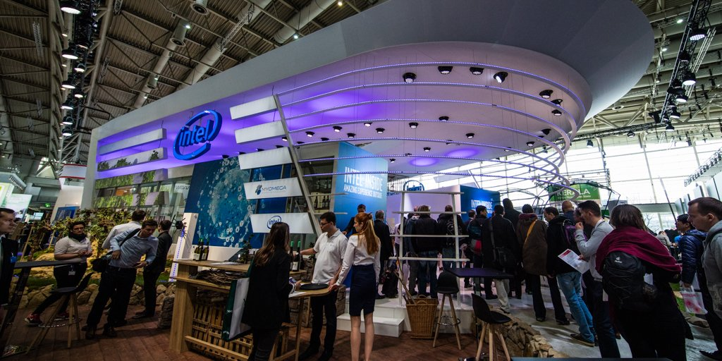 Intel's at #CeBIT2016 showcasing the technology that's transforming industry & enterprise: https://t.co/7XcQ7azcHy https://t.co/3Pl9Dodsp0