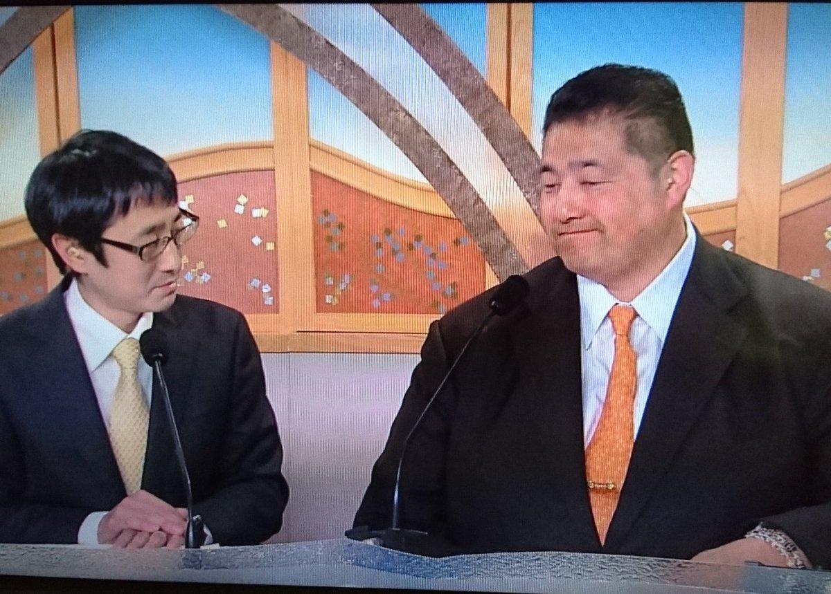 : RT @tomorin76: 佐渡ヶ嶽親方と佐藤アナ。遠近感がおかしく見える(^_^; #sumo https://t.co/YuHLdgA8WS