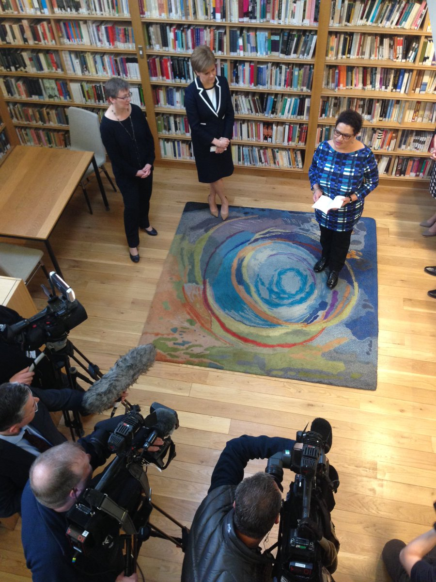 Jackie Kay announced as Scotland's Makar by @NicolaSturgeon at the Scottish Poetry Library @ByLeavesWeLive https://t.co/HQAHBVNZqm